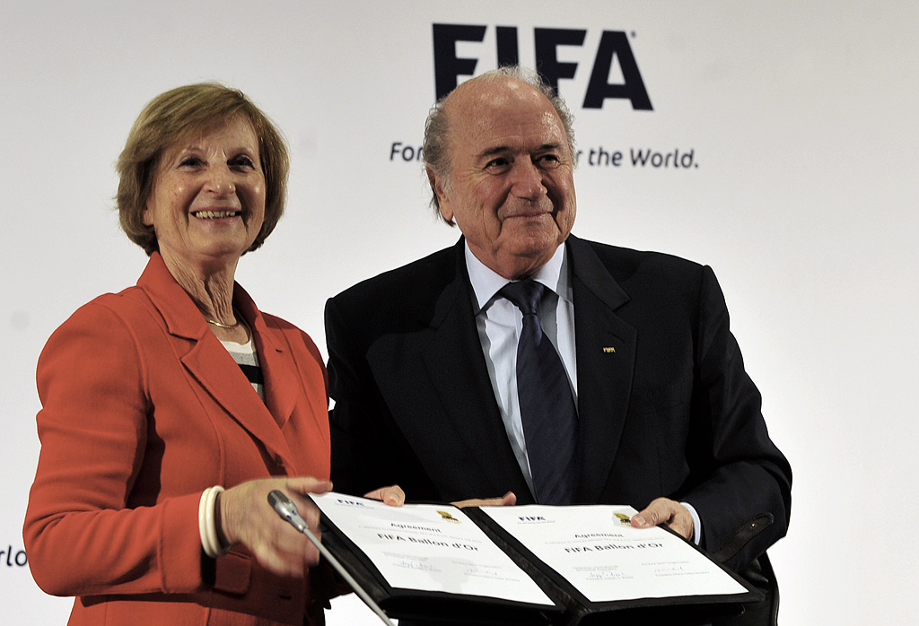 Marie-Odile Amaury mit Sepp Blatter (Foto: © Marcello Casal Jr./ABr / CC BY 3.0 BR / via Wikimedia Commons)